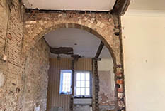 pebble-dash-removal-service-during-restoration-london-sj-pointer.jpg