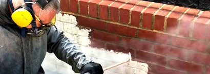 picture of brick paint removal specialist using steam to remove paint from brick